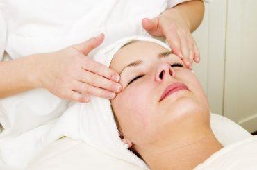 Cinco beneficios de la limpieza facial